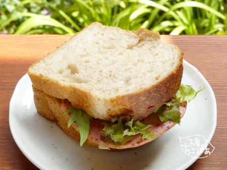 絶品食パンでサンドイッチ