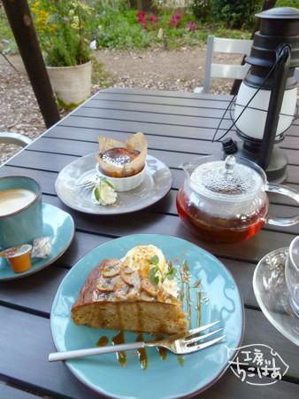 ケーキとお茶とお庭