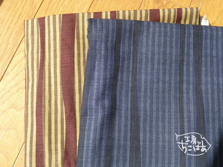 茶系と紺系の和風縞模様の布地